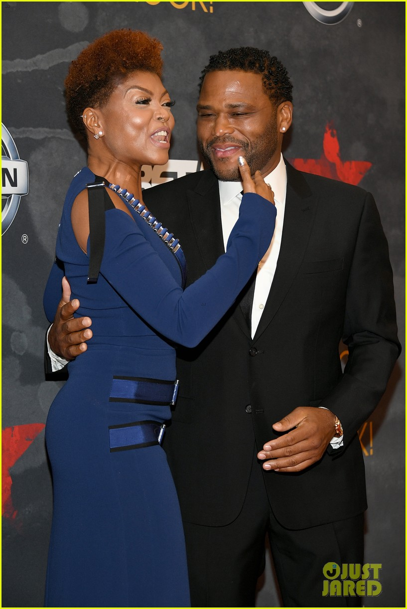 taraji joins anthony anderson at black girls rock event 023938100