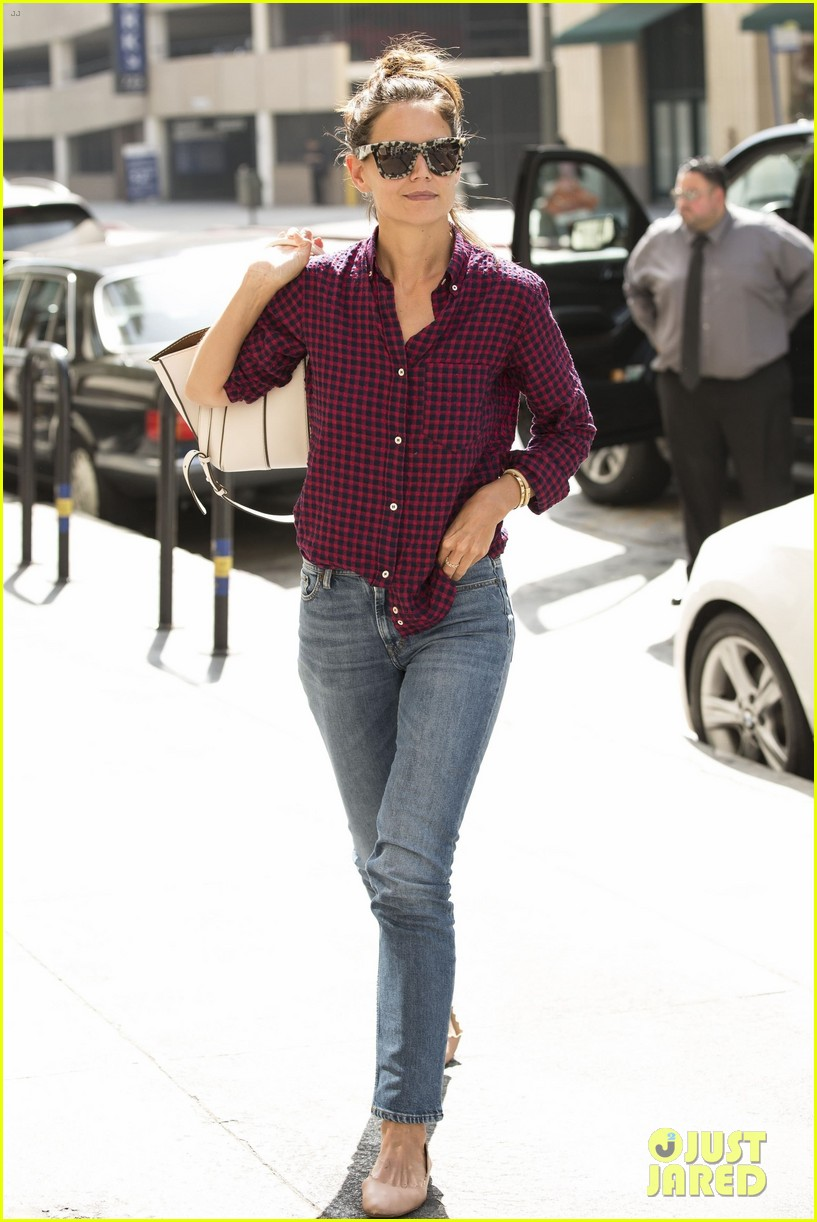 katie holmes grabs lunch with friends in la 013945932