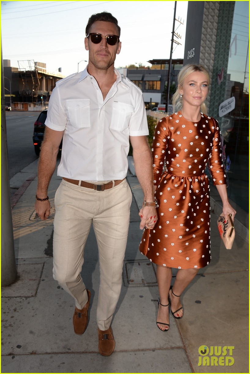 julianne hough husband brooks laich first official post wedding appearance 013944590