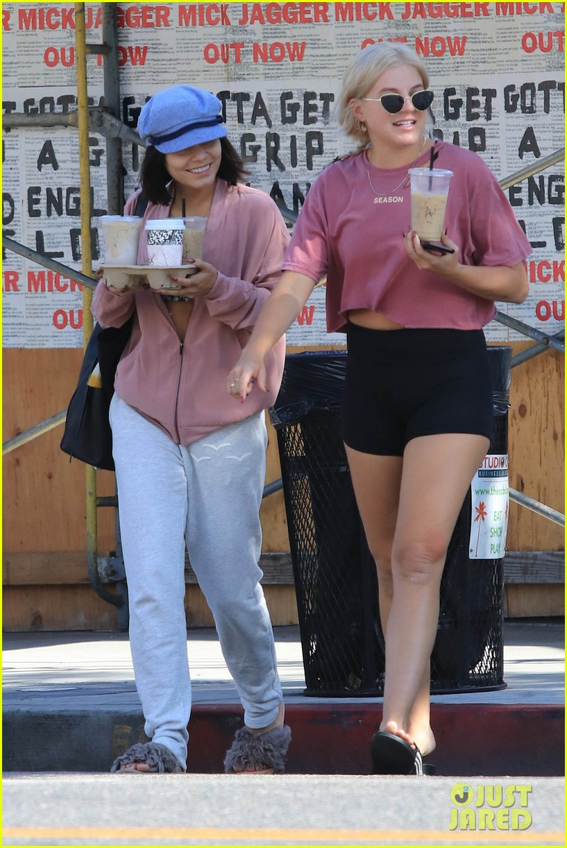 vanessa hudgens shows off her abs after pilates class 013943292