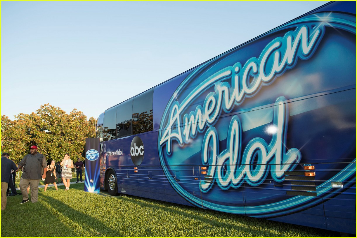 former american idol winners kick off auditions 023942947