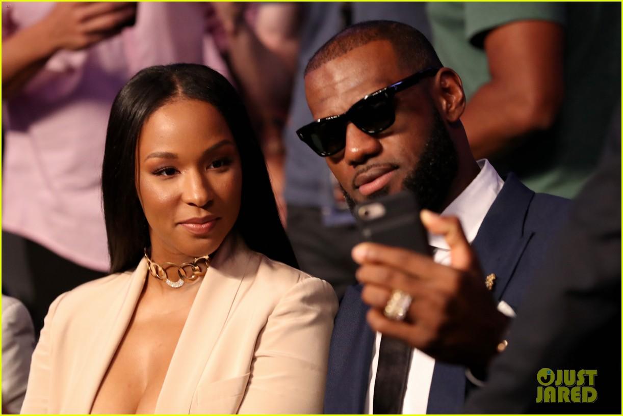 LeBron James & Wife Savannah Look So Stylish at Mayweather ...