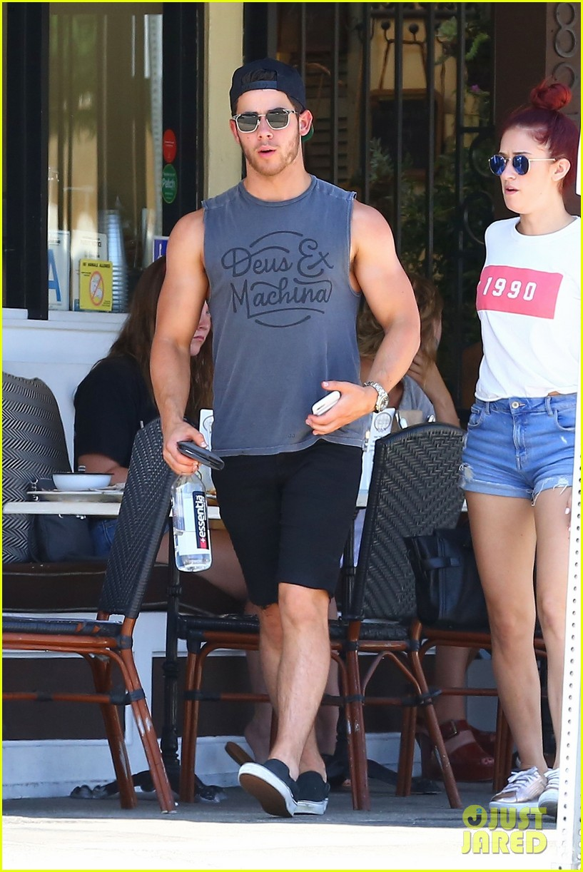 nick jonas shows off his massive biceps at breakfast 073941184