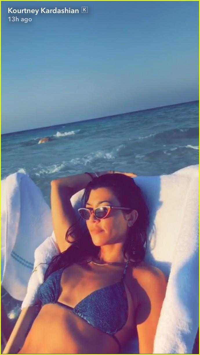 kourtney kardashian boyfriend younes bendjima take a trip to egypt 043939869