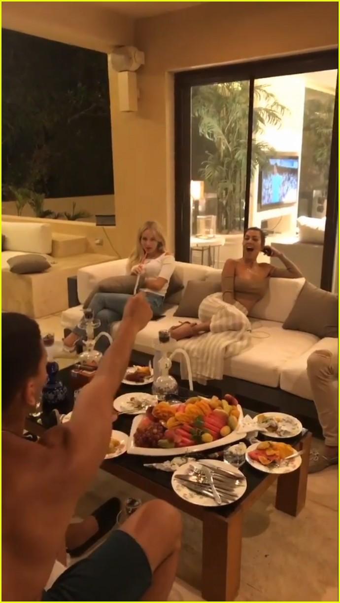kourtney kardashian boyfriend younes bendjima take a trip to egypt 053939870