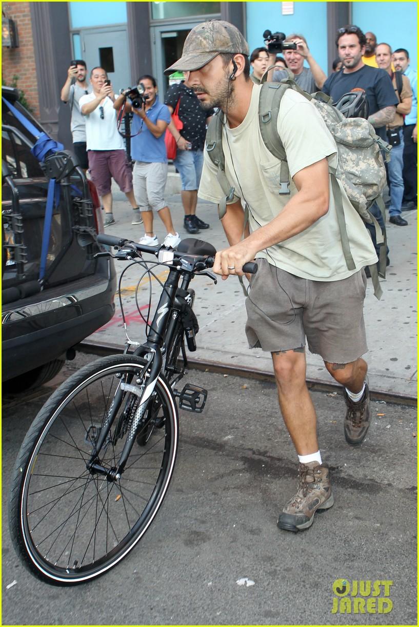 shia labeouf rides his bike around the big apple 013939950