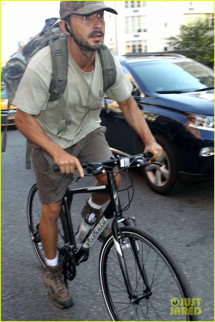 shia labeouf rides his bike around the big apple 033939952