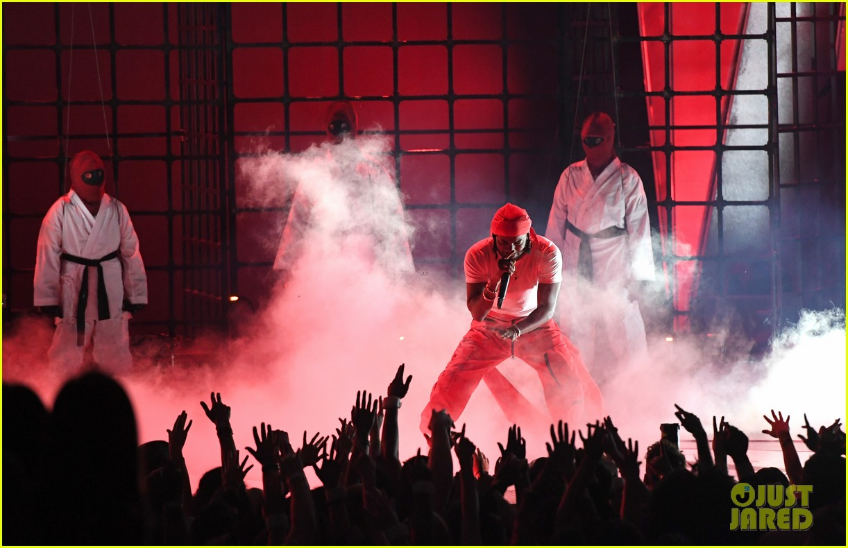 kendrick lamar mtv vmas 2017 performance 043946770