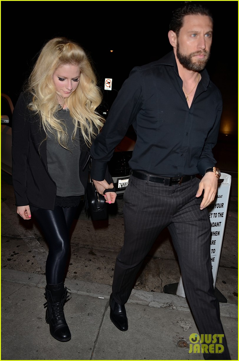 Who is Avril Lavigne dating Avril Lavigne boyfriend husband