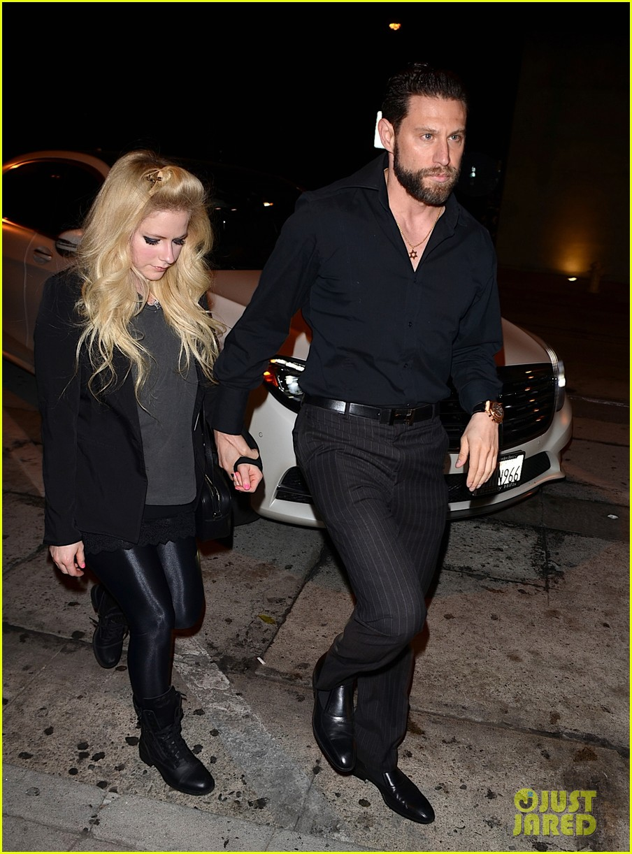 Avril Lavigne is dating a billionaire! Know who is her new