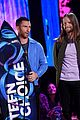 adam levine maroon 5 accept decade award at teen choice awartds 03