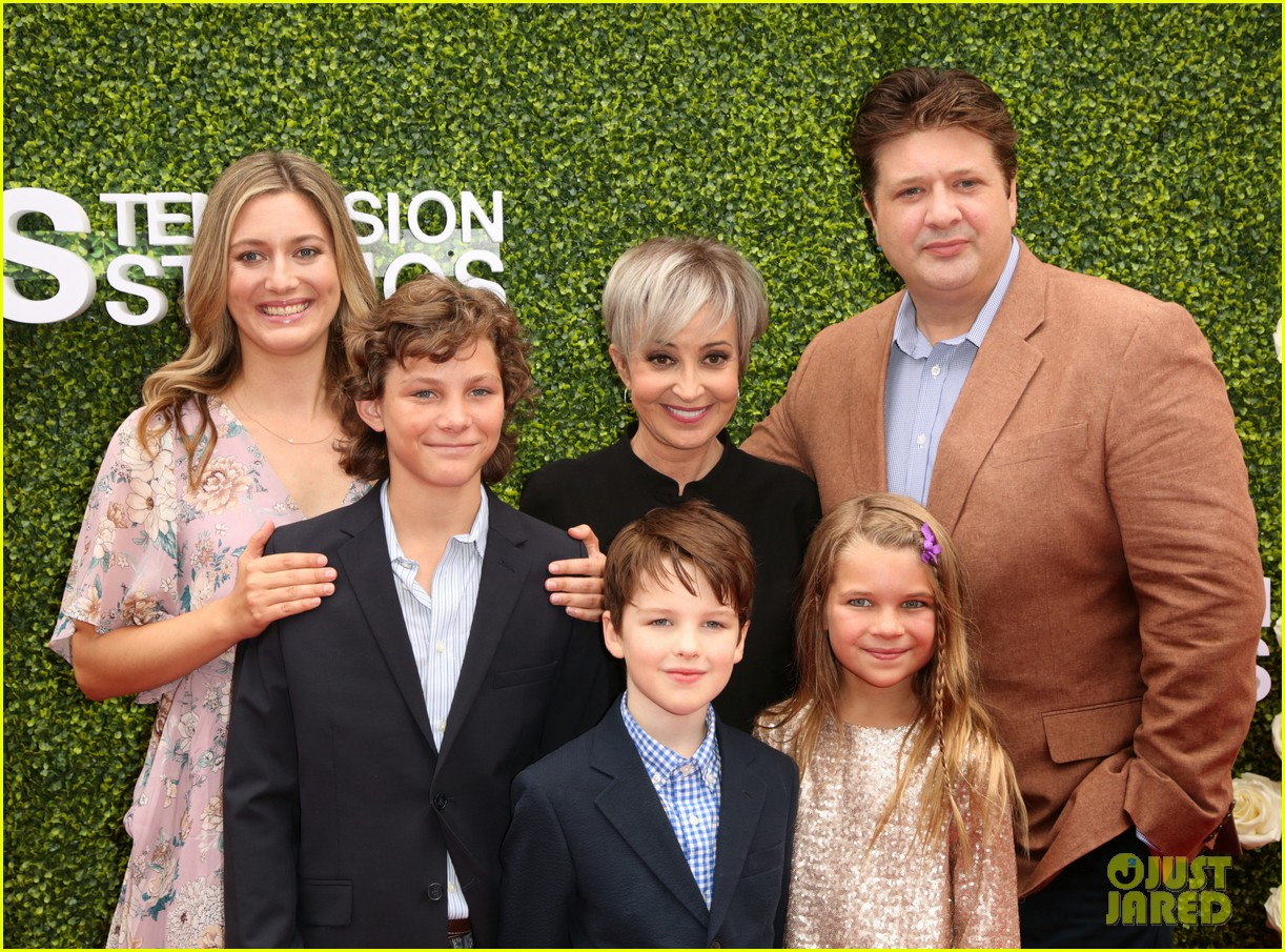 rob lowe son matthew join young sheldon cast at cbs summer tca soiree 063936789