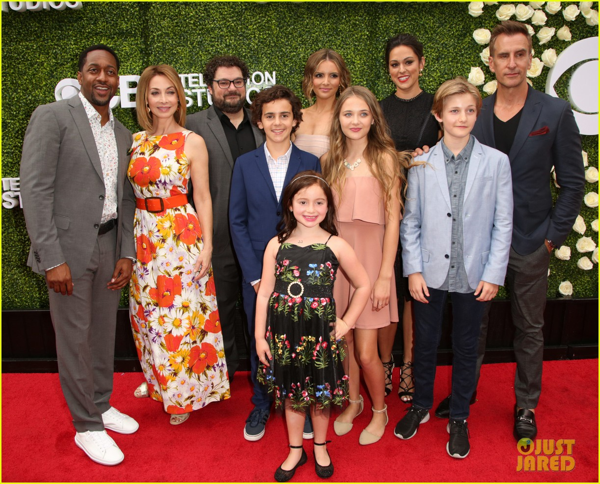 rob lowe son matthew join young sheldon cast at cbs summer tca soiree 093936792