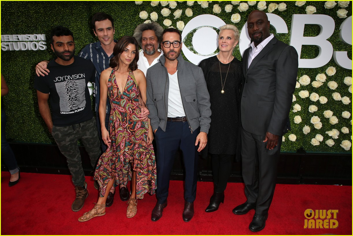 rob lowe son matthew join young sheldon cast at cbs summer tca soiree 643936847