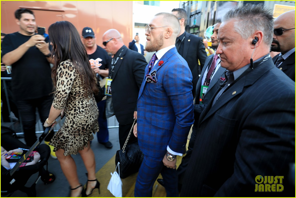 conor mcgregor arrives for fight with his girlfriend son 033945940