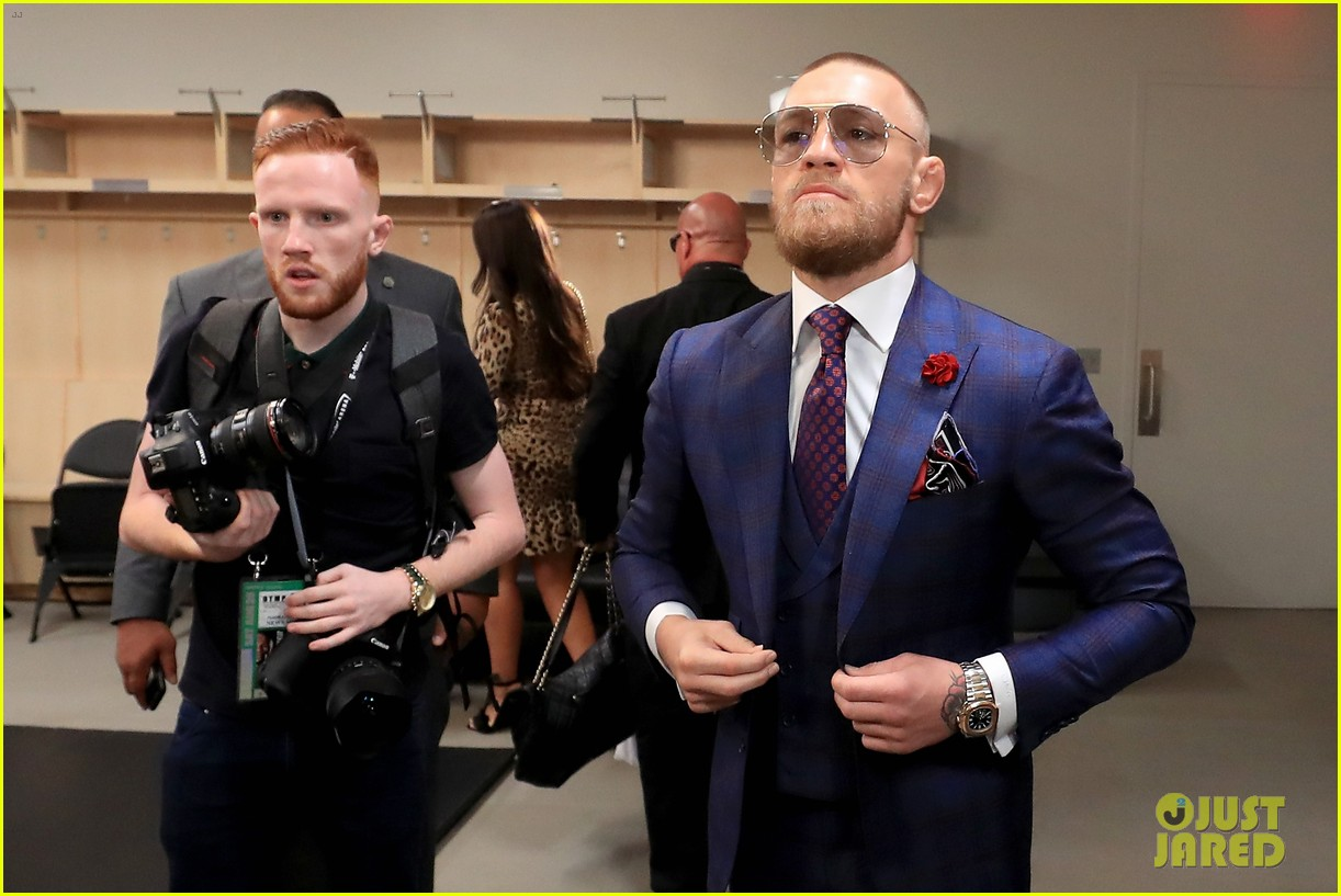 conor mcgregor arrives for fight with his girlfriend son 063945943