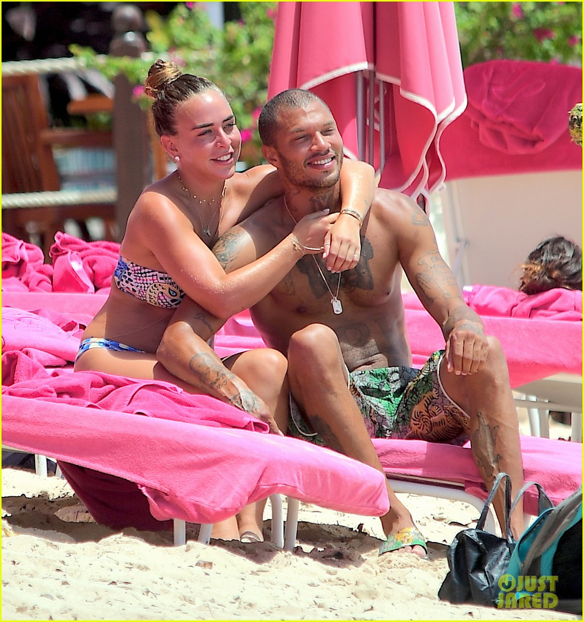 jeremy meeks chloe green hold hands take outdoor shower 033938051