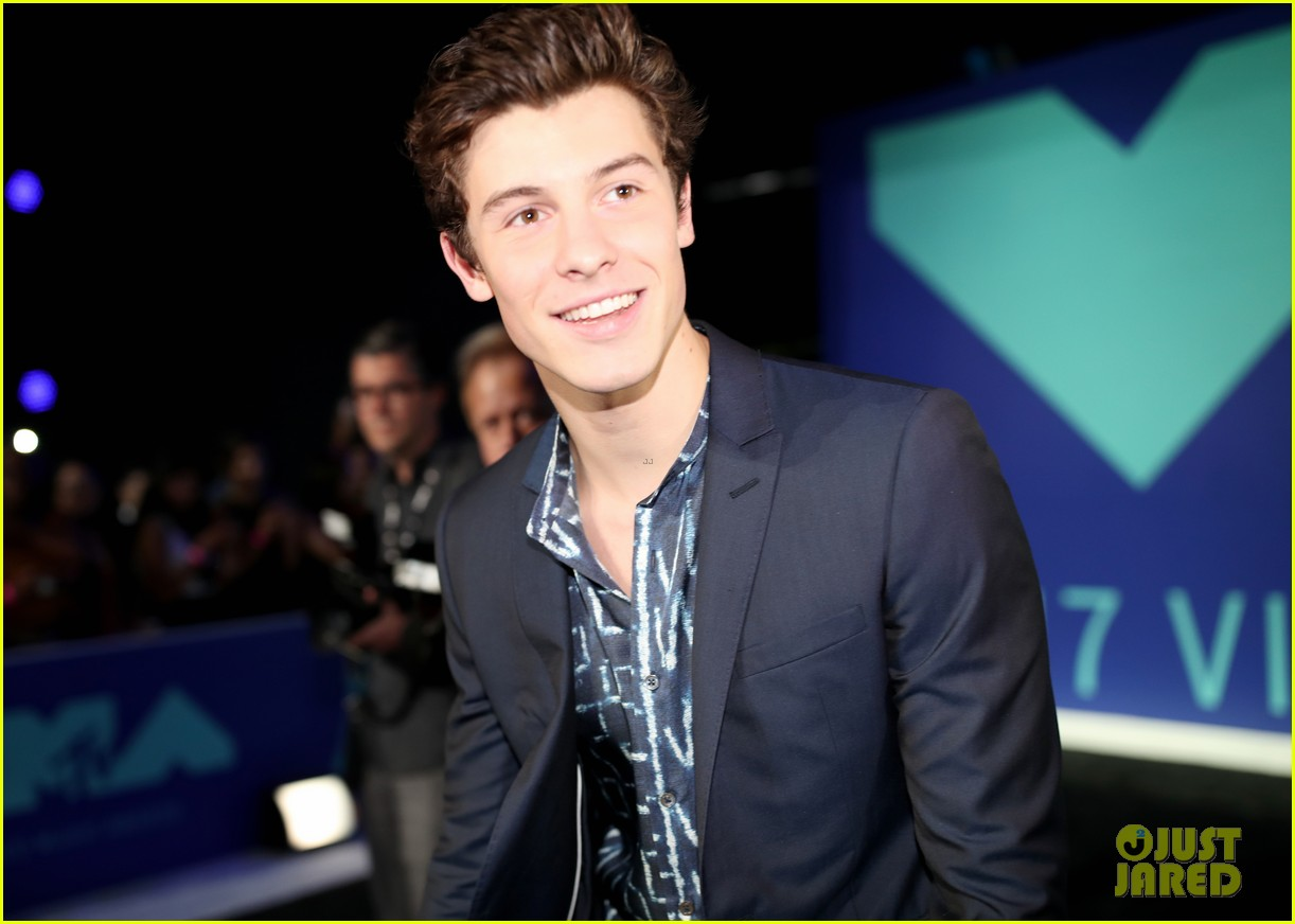 shawn mendes suits up for the 2017 mtv vmas 013946549