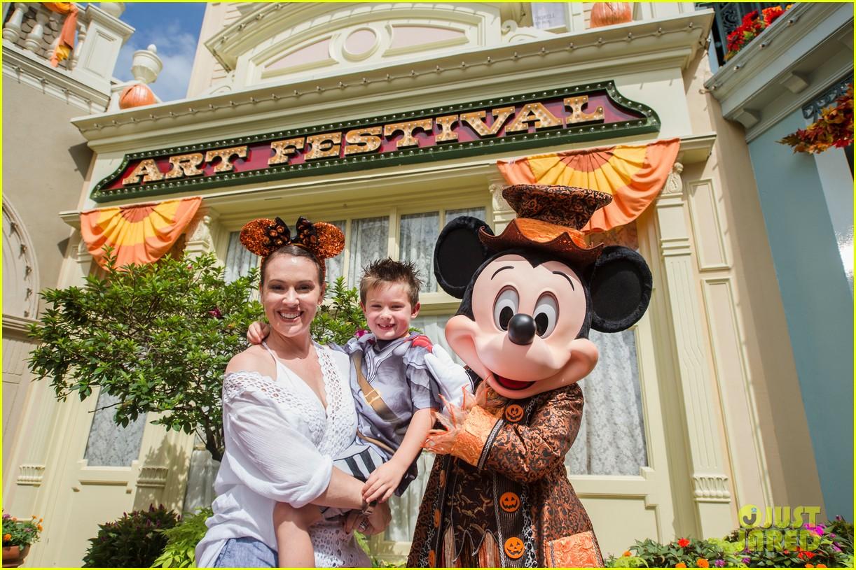alyssa milano takes 6 year old son to disney world for birthday 023948445