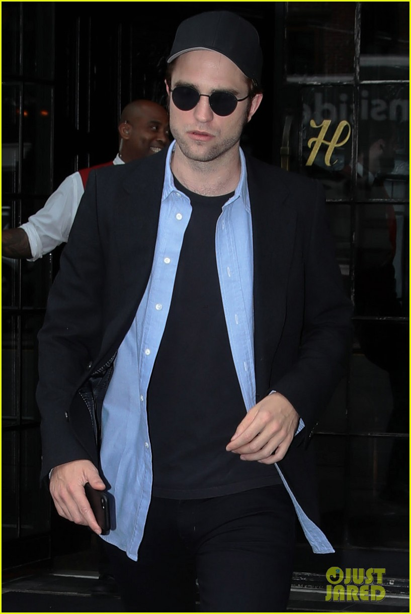 robert pattinson out about new york city 043939637