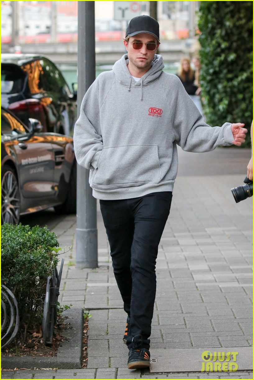 robert pattinson hangs out with co star mia goth in germany 013944505