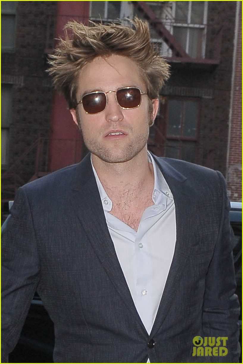 robert pattinson suits up in nyc 023940360