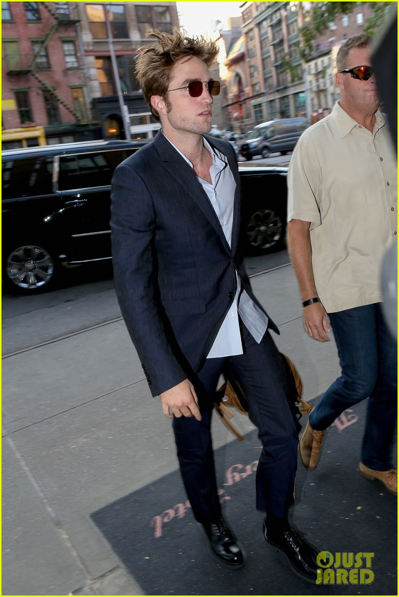 robert pattinson suits up in nyc 033940361