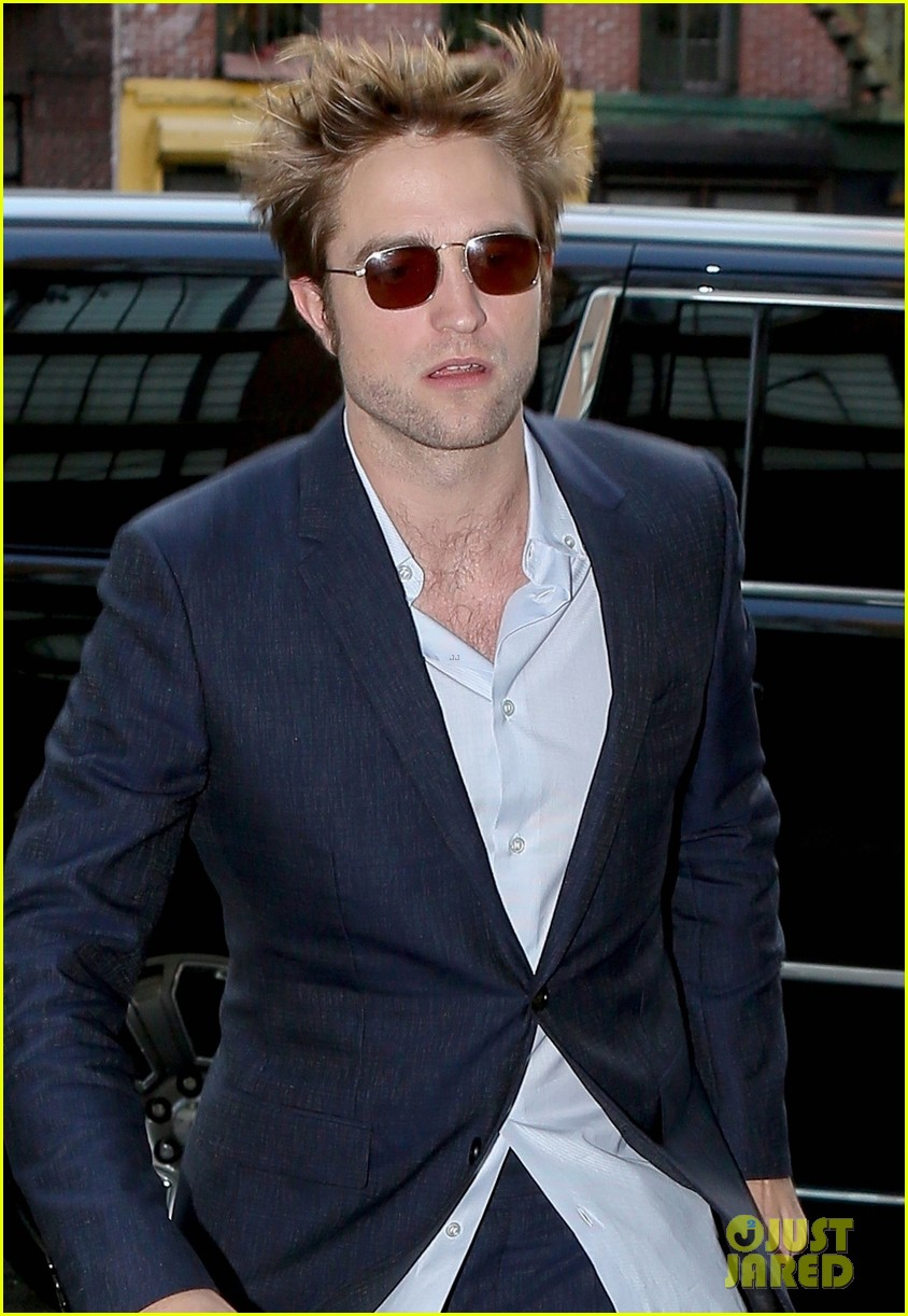 robert pattinson suits up in nyc 043940362