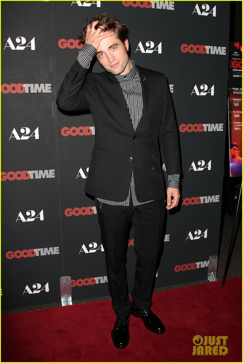 robert pattinson suits up for good time nyc premiere 133939786