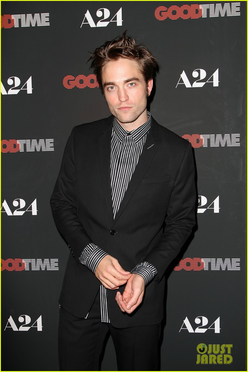 robert pattinson suits up for good time nyc premiere 153939788