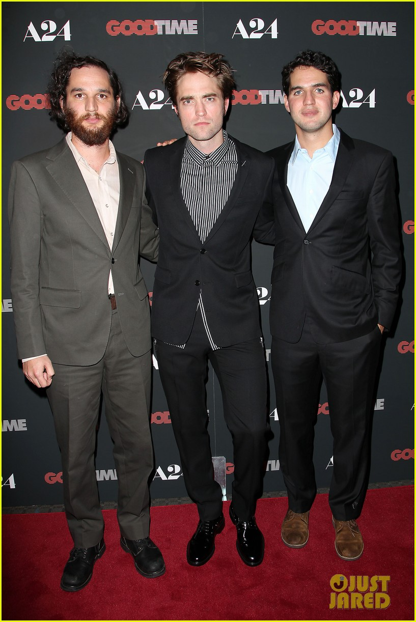 robert pattinson suits up for good time nyc premiere 163939789