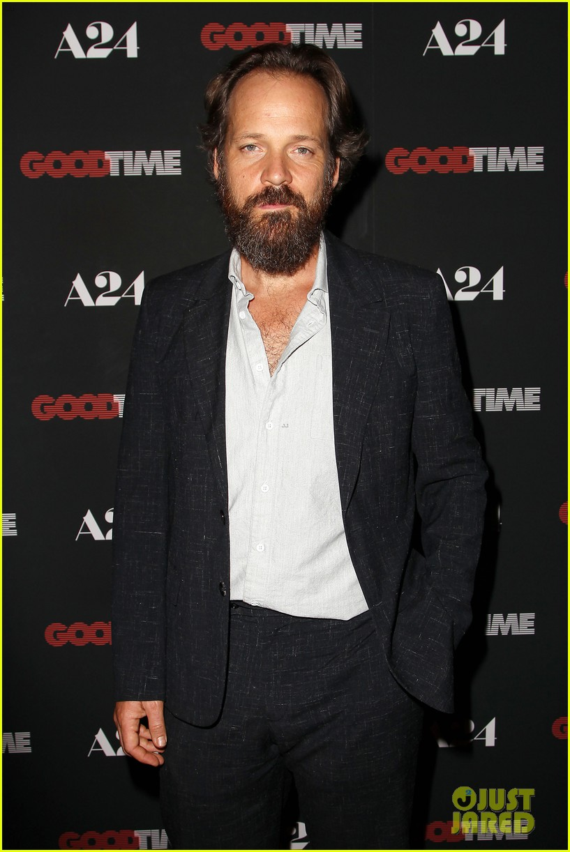 robert pattinson suits up for good time nyc premiere 273939800