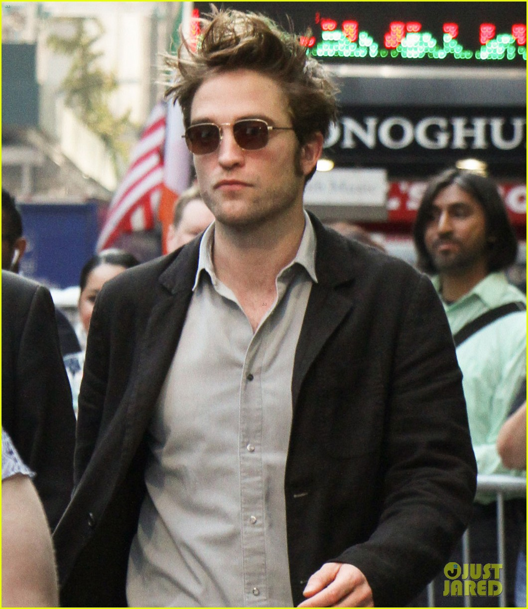 robert pattinson tells stephen colbert good time is 90 minute panic attack 063940491