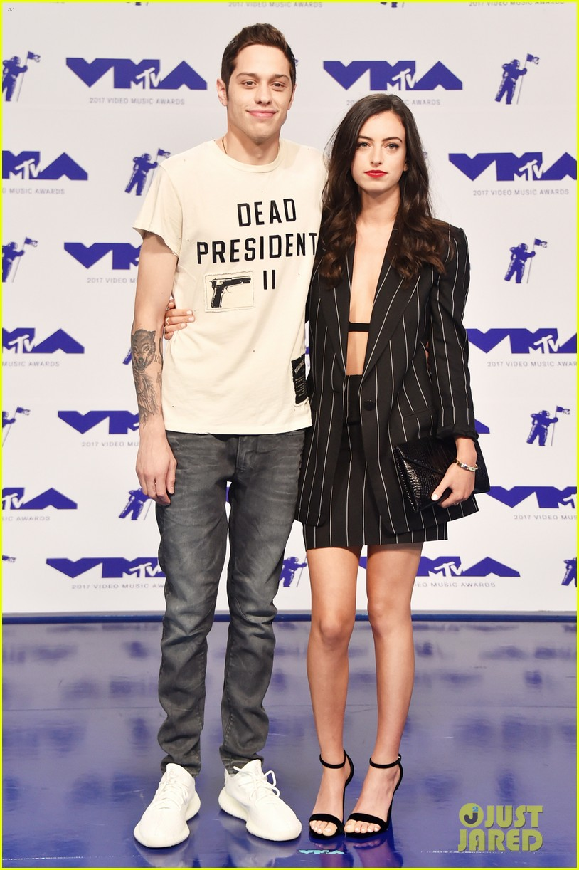 Pete Davidson Brings Girlfriend Cazzie David To Mtv Vmas 2017 Photo 3947025 2017 Mtv Vmas Cazzie David Mtv Vmas Pete Davidson Pictures Just Jared
