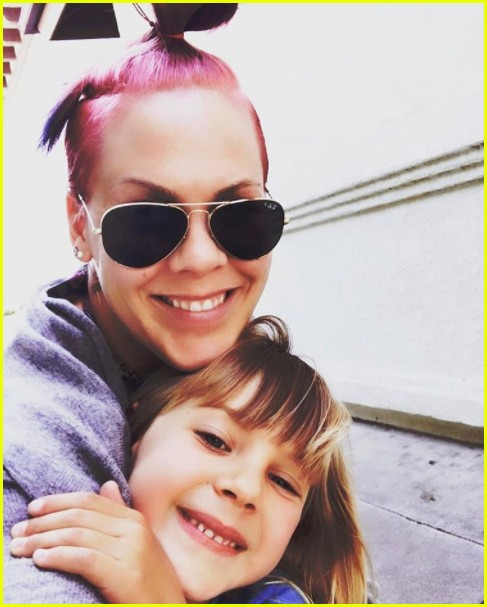 see pinks adorable photos of her kids willow jameson 043946368
