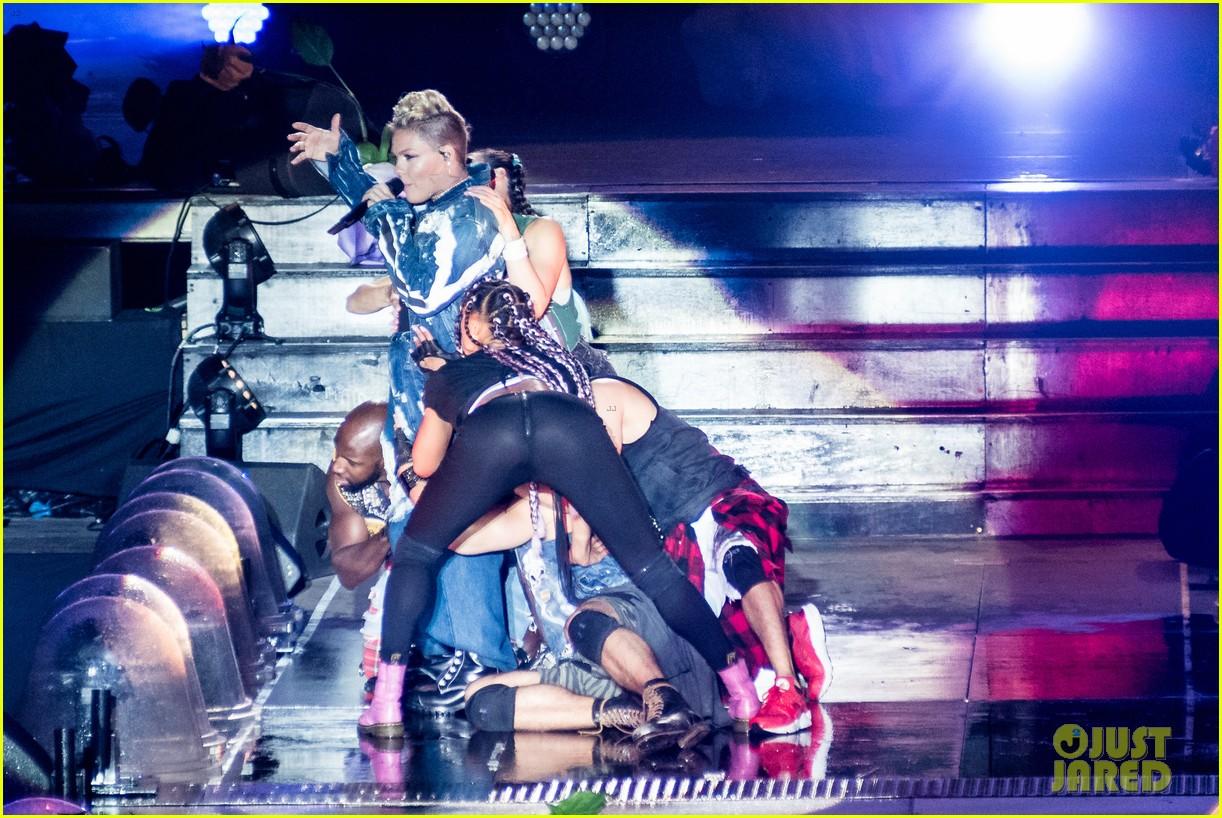 pink james arthur ellie goulding more hit the stage at v festival 033943958