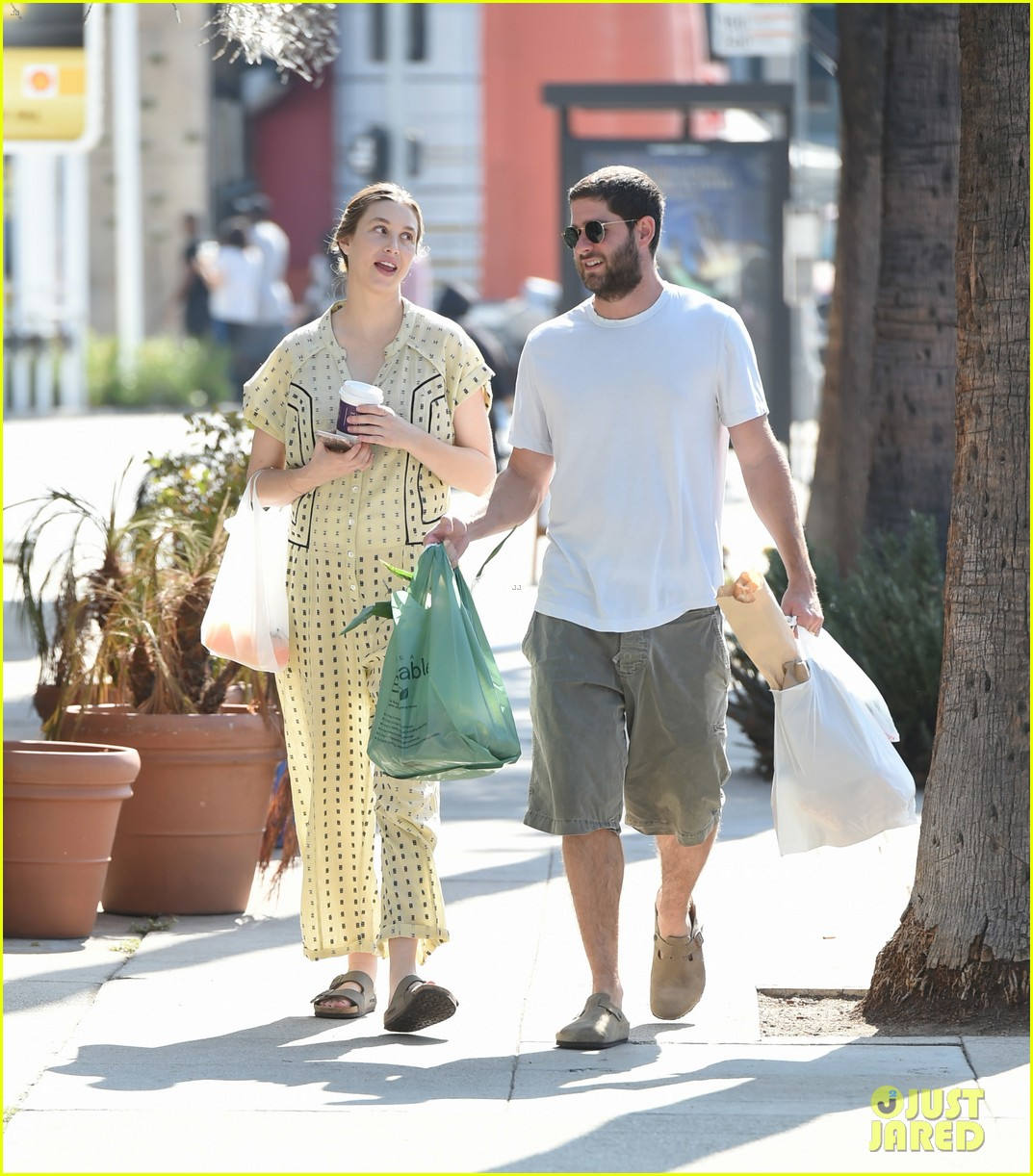 whitney port goes shopping with her hubby a week after giving birth 013938435