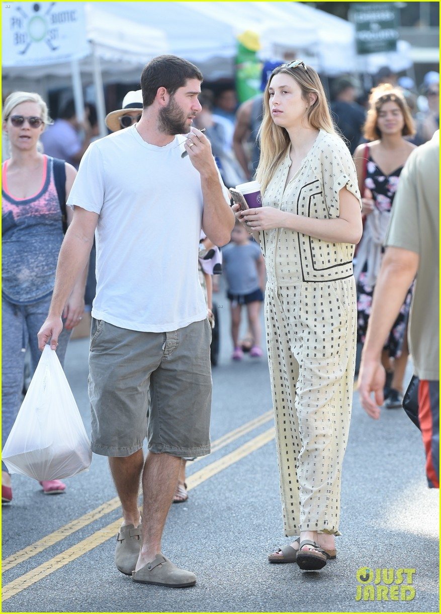 whitney port goes shopping with her hubby a week after giving birth 033938437