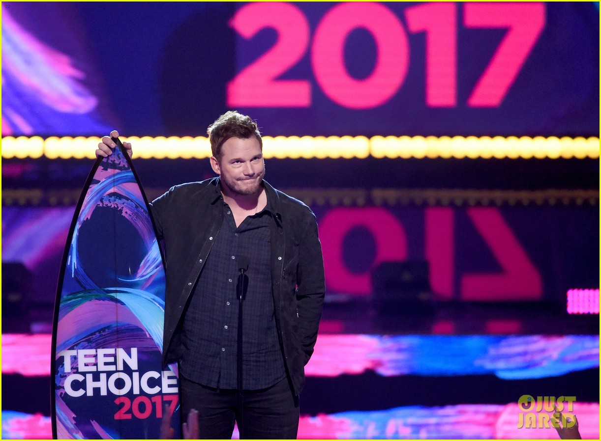chris pratt wins choice sci fi movie actor at teen choice awards 2017 013941462