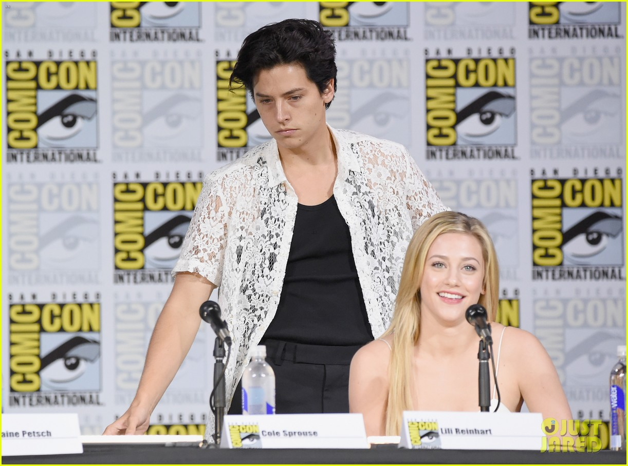 lili reinhart wishes happy birthday to boyfriend cole sprouse 023937903