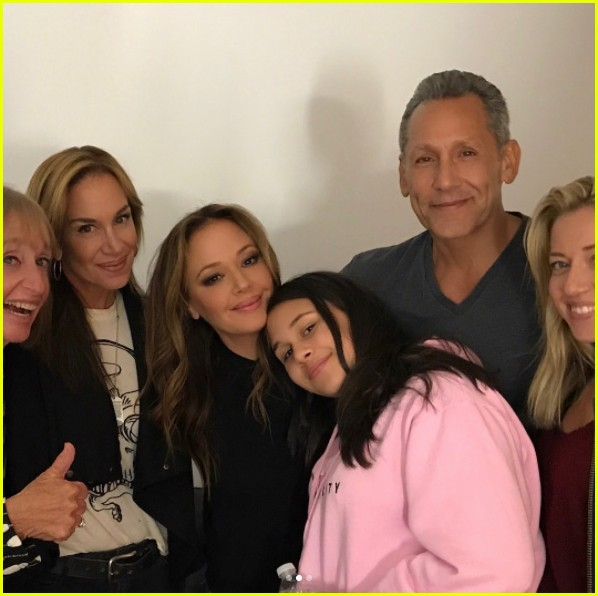 leah remini shares first photos from kevin can wait season 2 set 013941091