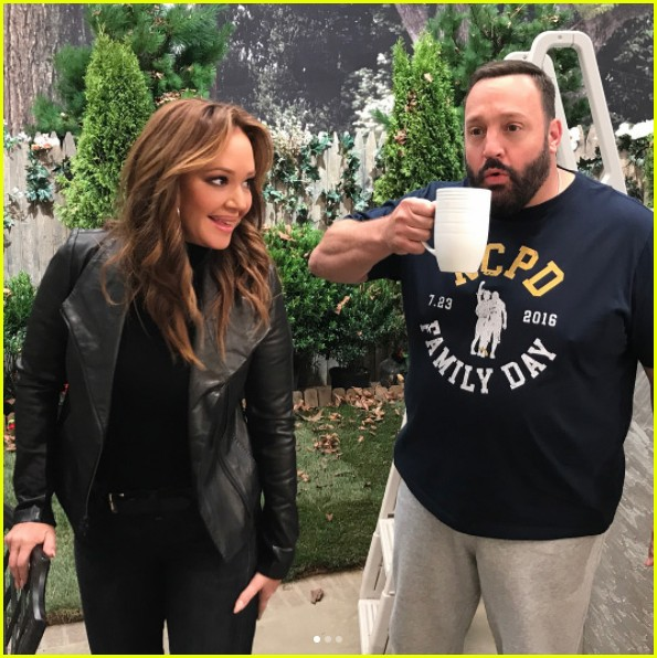 leah remini shares first photos from kevin can wait season 2 set 023941092