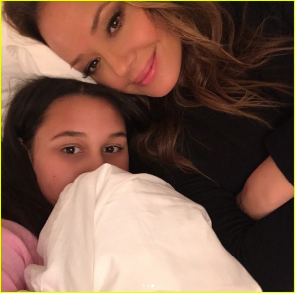 leah remini shares first photos from kevin can wait season 2 set 033941093