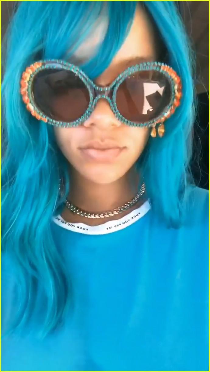 rihanna debuts blue hair 053938834
