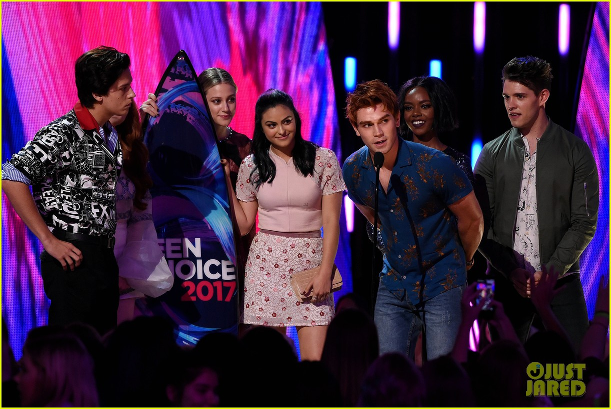 riverdale teen choice awards 2017 kj apa 043941421
