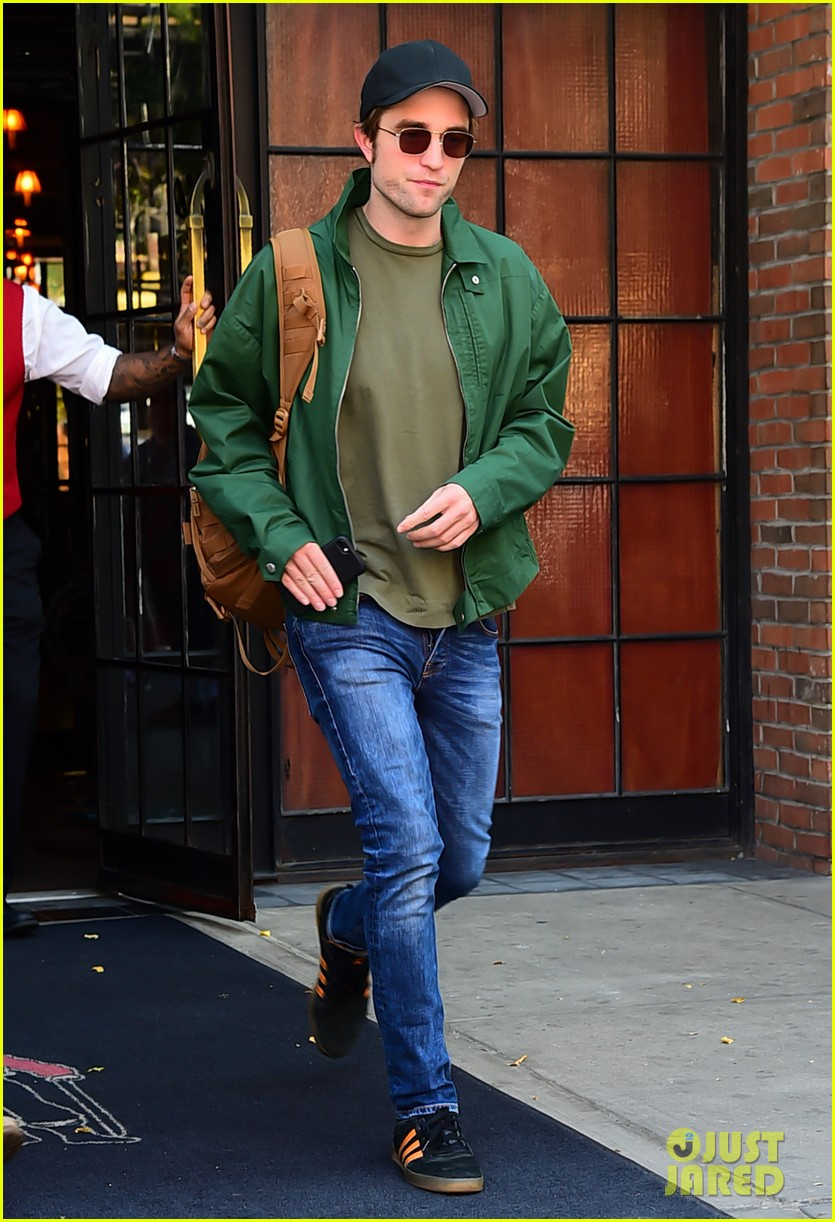 robert pattinson leaves hotel in nyc 013940314