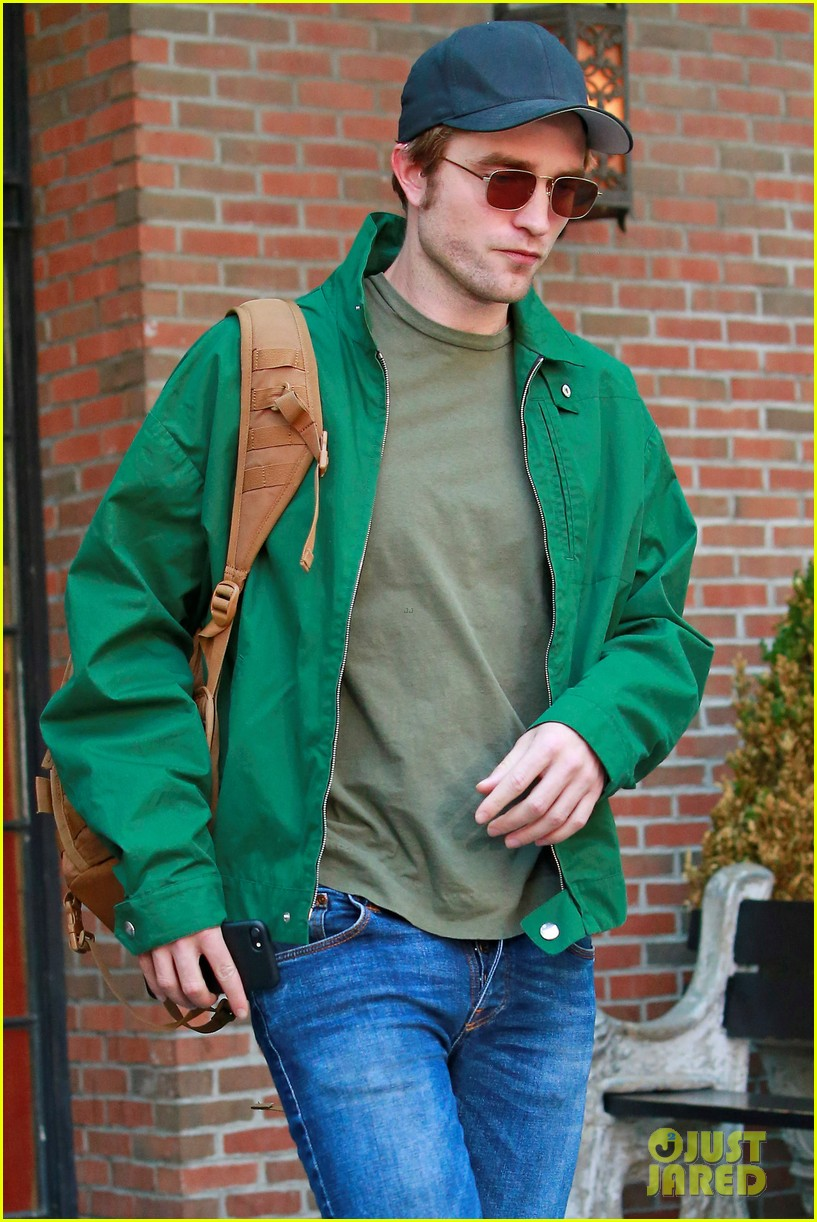 robert pattinson leaves hotel in nyc 023940315