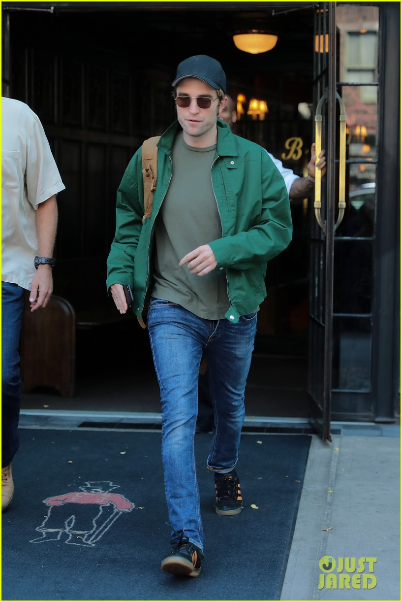 robert pattinson leaves hotel in nyc 033940316