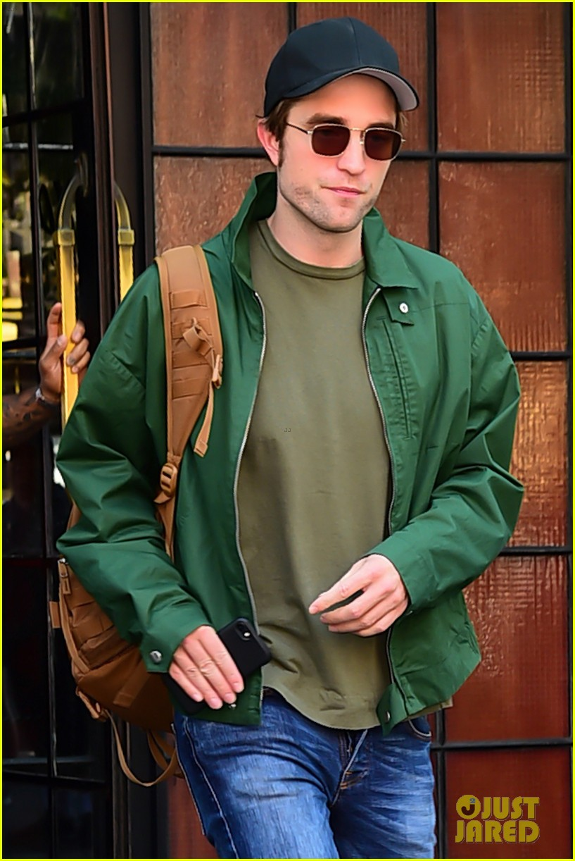 robert pattinson leaves hotel in nyc 043940317