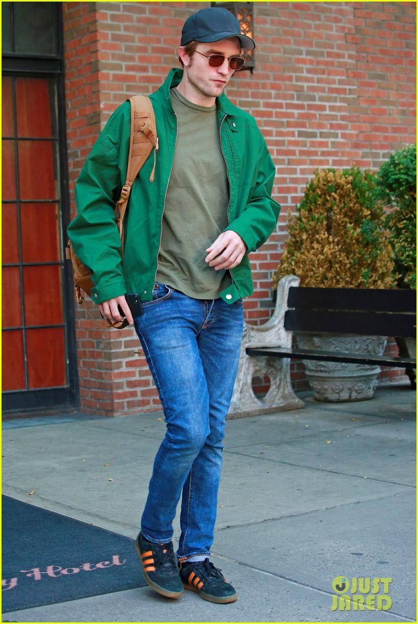 robert pattinson leaves hotel in nyc 053940318